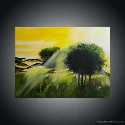 Paysage figuratif de l'artiste Helena Monniello représentant des arbres verts sur fond de lumière jaune.