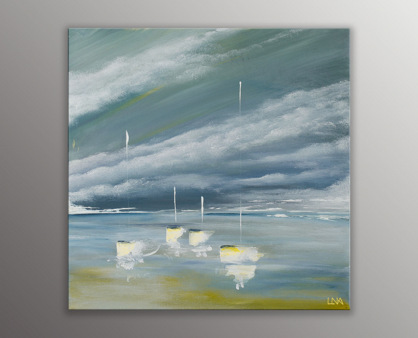 Peinture de l'artiste Helena Monniello représentant des bateaux sur fond de mer nuageuse.