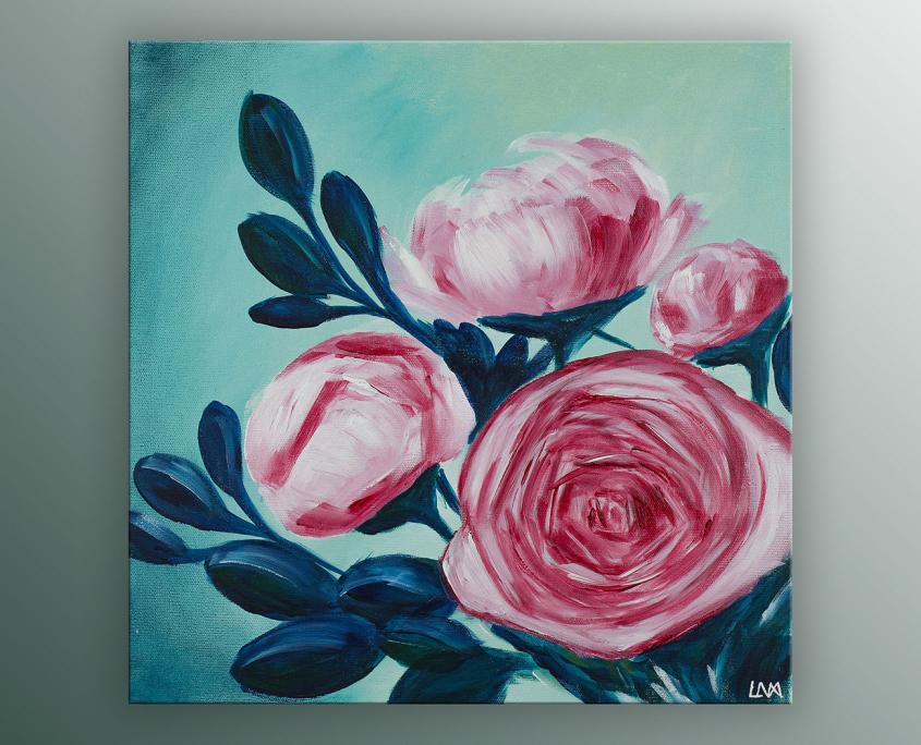 Peinture figurative de l'artiste Helena Monniello représentant des fleurs roses sur fond vert.